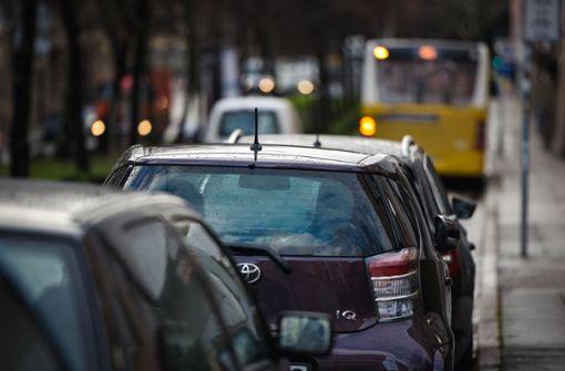 Diskussion über Busspur und Parkplätze