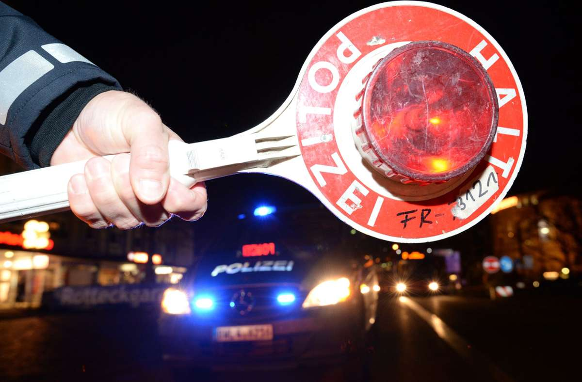 Der Mann wurde angehalten, weil er zu schnell gefahren war. (Symbolbild) Foto: dpa/Patrick Seeger