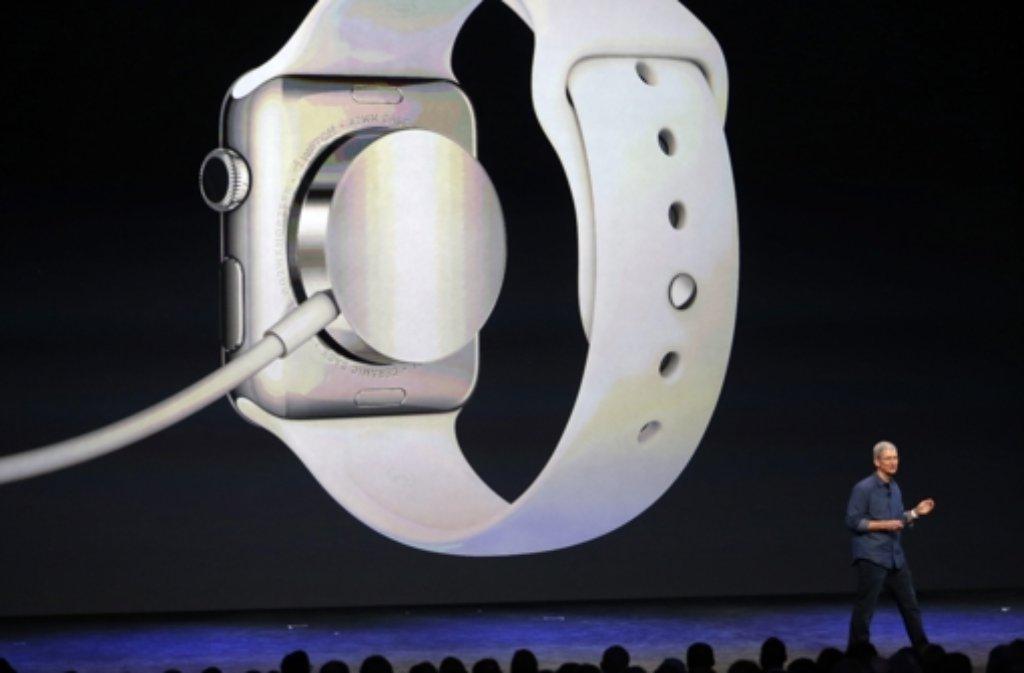 An die Steckdose muss die Apple Watch wohl öfter, als es dem User lieb ist. Die Seite 9to5mac.com spricht von einer Akkulaufzeit unter Volllast von gerade einmal 2,5 bis 4 Stunden. Foto: EPA