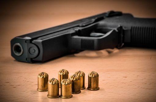 Nachtruhe gestört – Mann zieht Pistole