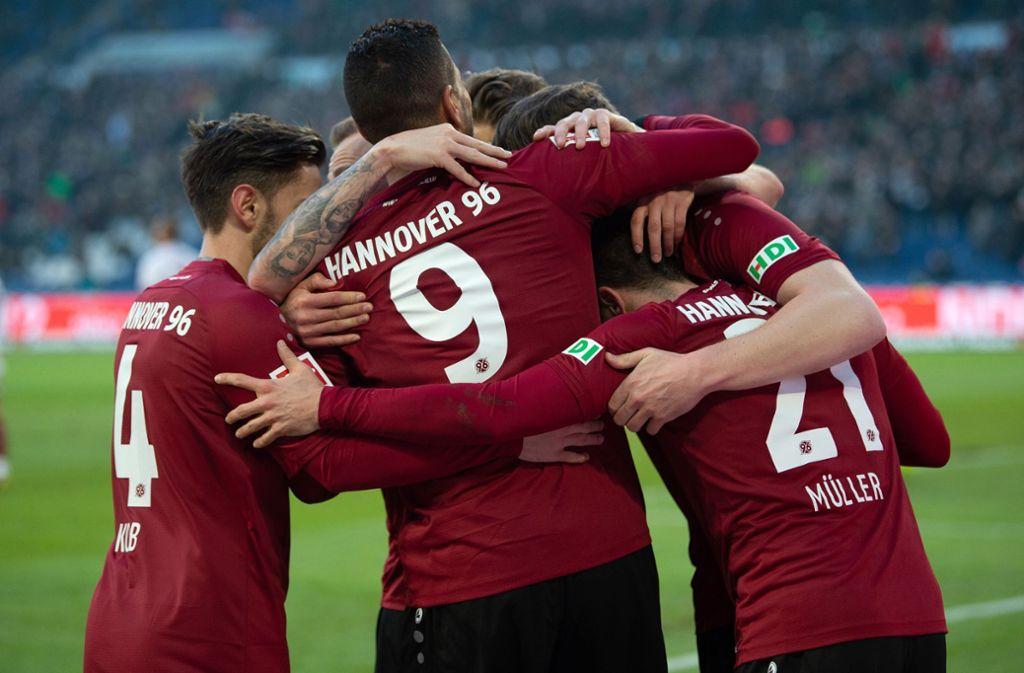 Hannover 96 siegt im Kellerduell gegen den 1. FC Nürnberg. Foto: dpa