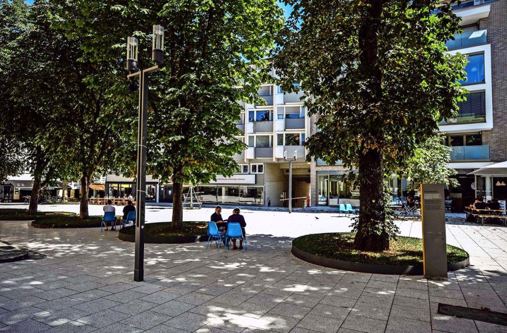 Markenzeichen des Hospitalviertels: die blauen Stühle Foto: Lichtgut/Leif Piechowski