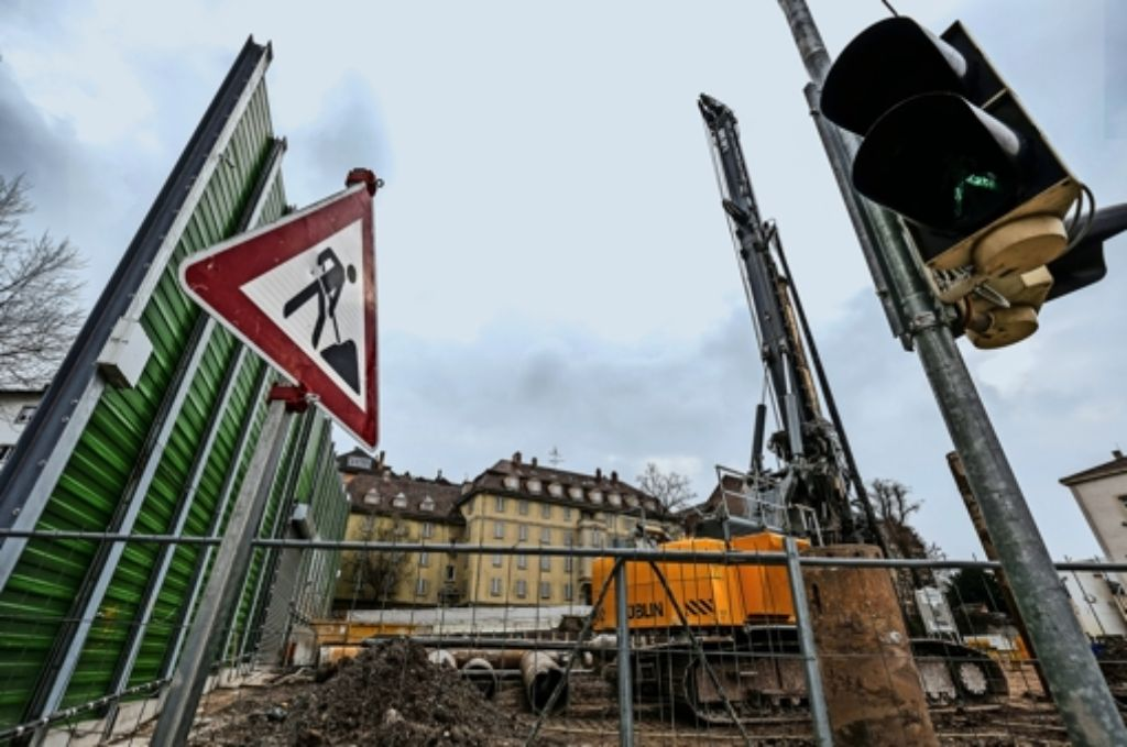Die S-21-Bauarbeiten an der Willy-Brandt-Straße gehen voran. Jetzt gibt es einen neuen Konflikt mit Eigentümern. Foto: Lichtgut/Leif Piechowski