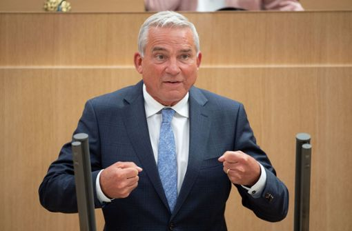 Innenminister will künftig auch Krawall-Gaffer bestrafen