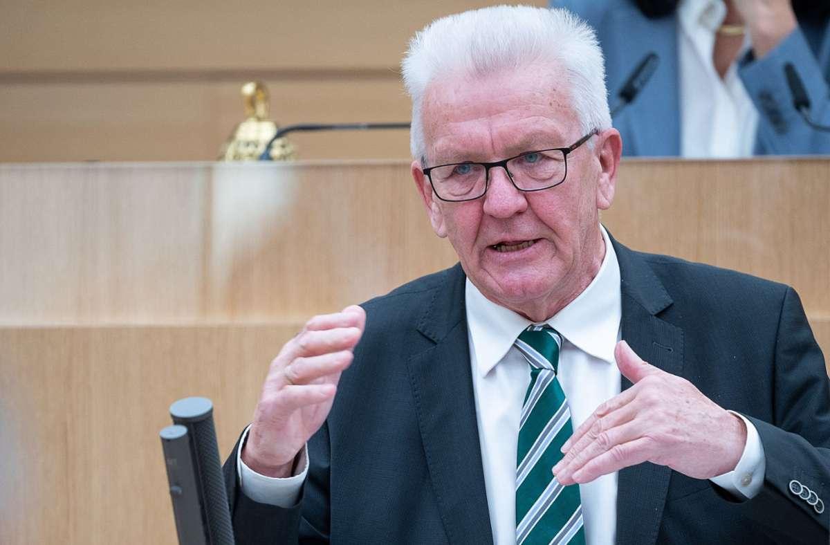 Winfried Kretschmann verteidigte die Pandemie-Strategie der Landesregierung im Landtag. Foto: dpa/Sebastian Gollnow