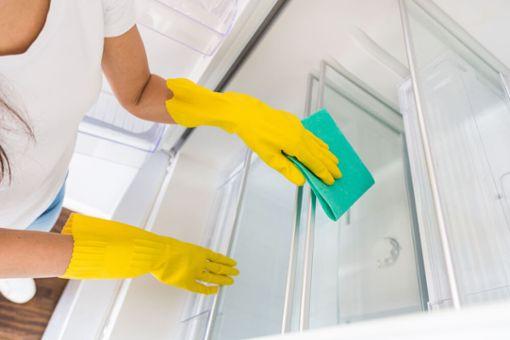 Kühlschrank-Ablauf reinigen