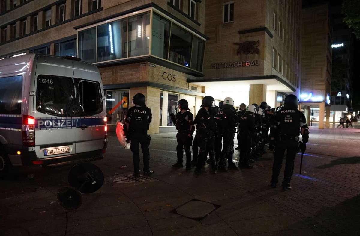 Nicht zum ersten Mal hat es die Polizei mit Gruppen zu tun, die sich gegen sie stellen. Foto: SDMG/s