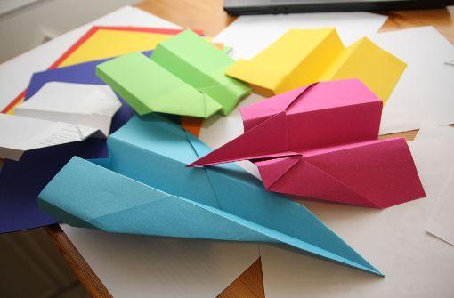 Mit Papierfliegern Wirtschaft begreifen