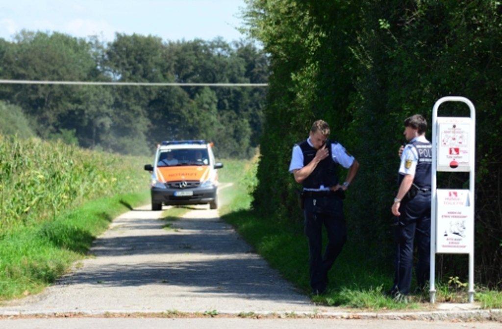 Auf dem Feldweg ist ein  Schwerverletzter gefunden worden. Foto: dpa