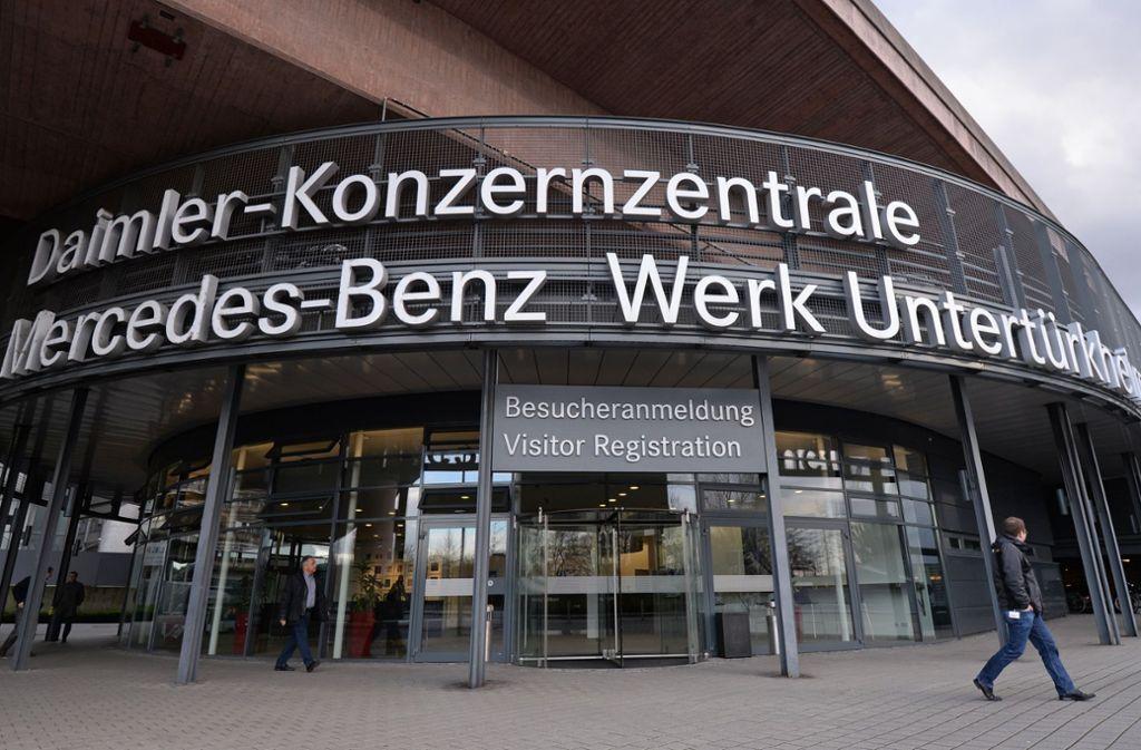 Nicht nur die Daimler-Mitarbeiter können  bei Feinstaubalarm auf Kosten des Arbeitgebers Bus und Bahn fahren, allerdings nutzen nur sie dazu eine App. Foto: dpa
