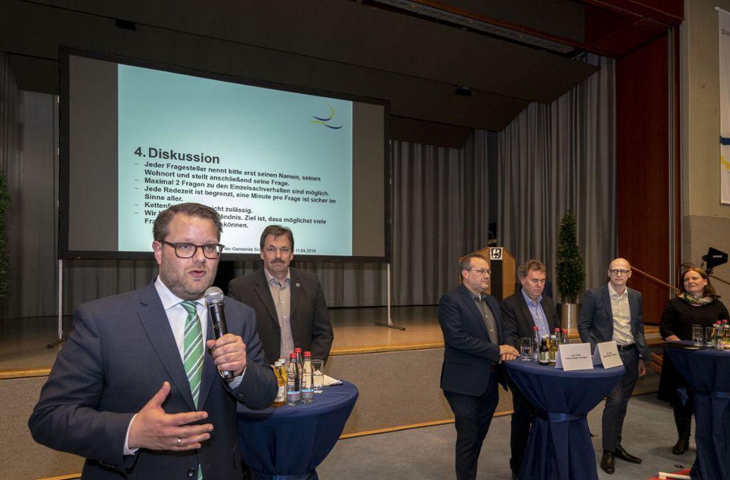 Bürgermeister Nico Lauxmann (hier bei der ersten Informationsveranstaltung im April 2019) bringen Markus Röslers Vorwürfe in Rage. Foto: