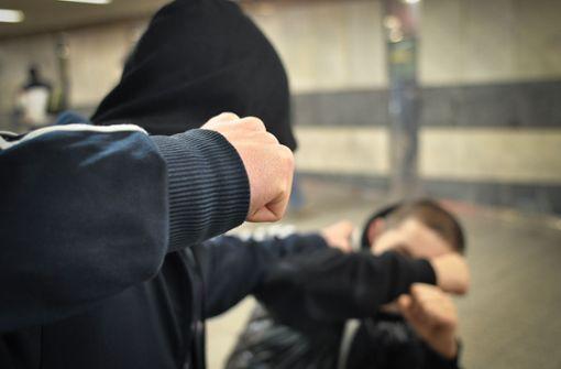 Jugendliche mit   Messern bedroht