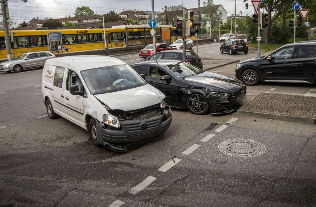 Beide Fahrzeuge mussten nach dem Unfall abgeschleppt werden. Foto: 7aktuell.de/Simon Adomat