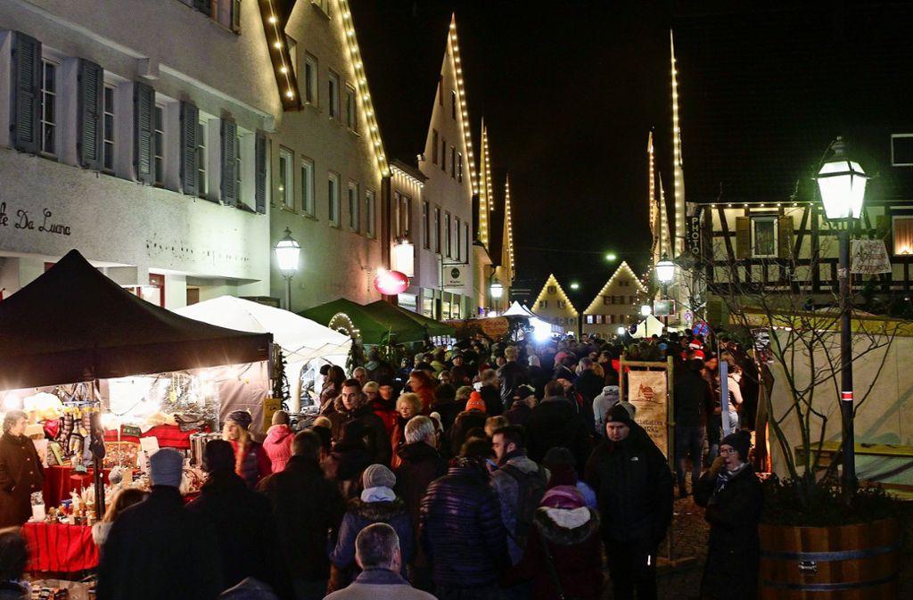 Herrliche Kulisse: Der Weiler Weihnachtsmarkt. Foto: factum//Jürgen Bach