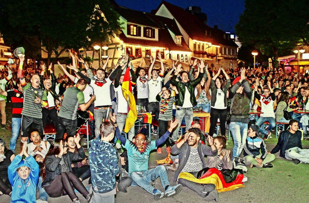 Bei der Fußball-EM 2016 jubelten über das Turnier hindurch 30000 Fans auf dem  Wettbachplatz in Sindelfingen. Foto: Archiv/factum/Bach