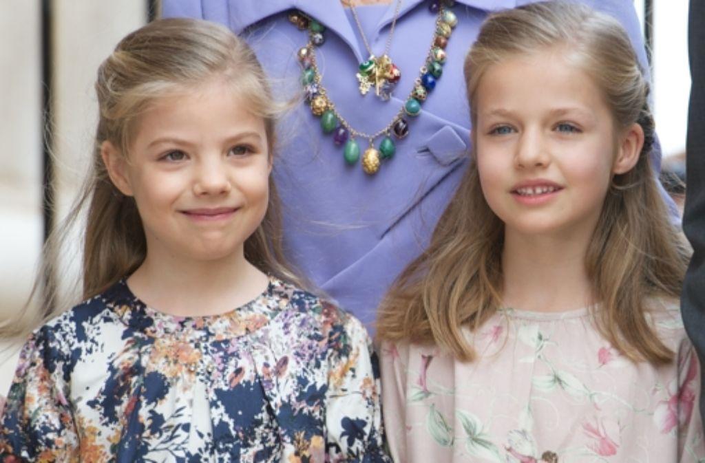 Leonor von Spanien (rechts) mit ihrer jüngeren Schwester Sofía. Die Achtjährige wird mit Felipes Thronbesteigung jüngste Kronprinzessin Europas. Foto: Getty Images Europe