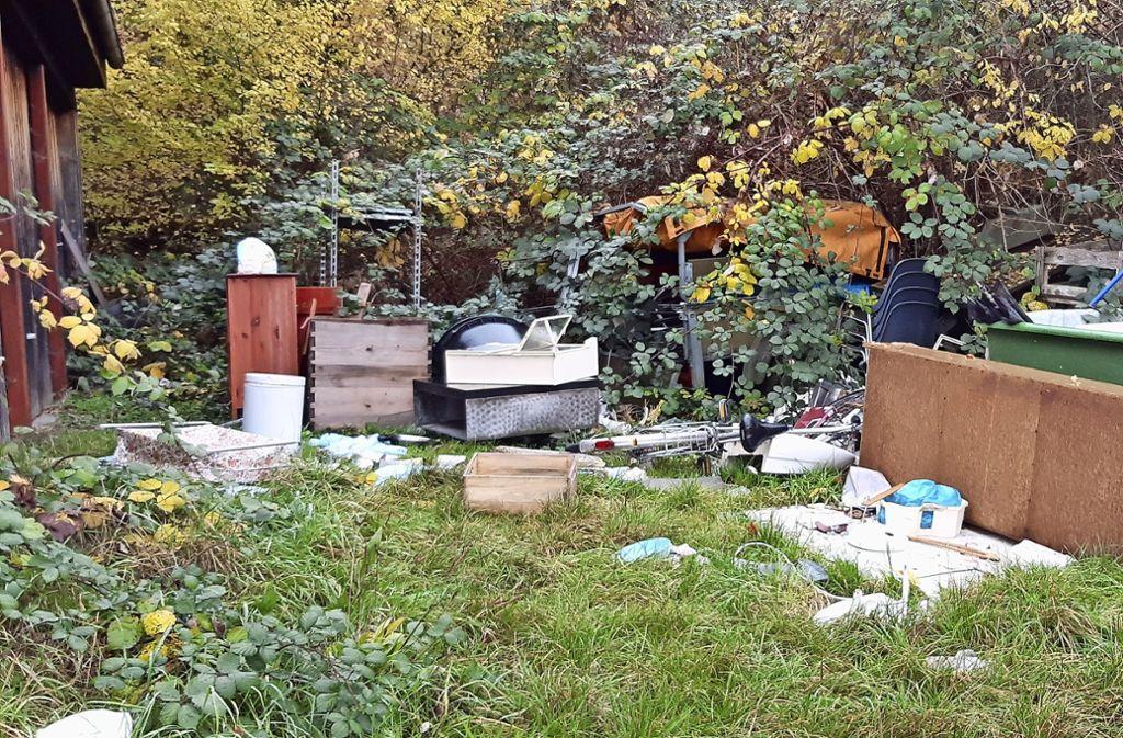 Möbel, die im Freien stehen  und durch Regen unbrauchbar werden, stuft die Stadt als Müll ein. Foto: Sebastian Steegmüller