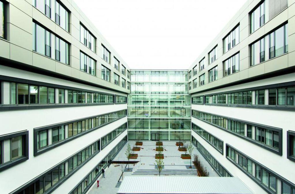 Glas dominiert  die Fassaden der neuen Klinik Foto: SLK-Kliniken