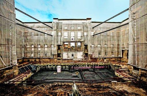 Im Innern des Wilhelmspalais ist bereits mit den Arbeiten an den Fundamenten des Stadtmuseums Stuttgart begonnen worden. Foto: Lichtgut/Leif Piechowski