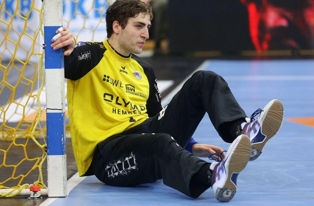 Auf dem Boden der Tatsachen: SG-Keeper Domenico Ebner, der bisher so eine überragende Saison spielte. Foto: