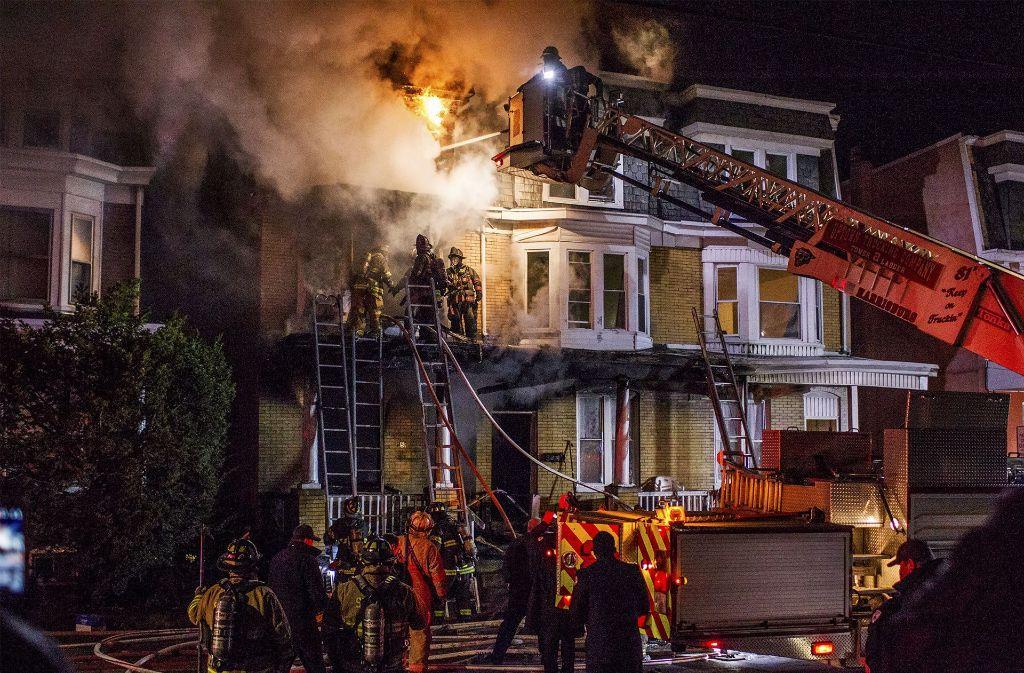 Immer wieder kommt es durch überhitzte Akkus zu Bränden. (Symbolbild) Foto: PennLive.com/AP