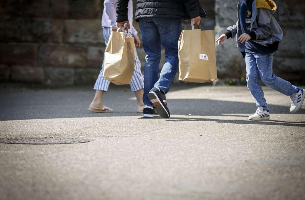 Der Handel darf wieder Produkte zum Abholen bereitstellen. (Symbolbild) Foto: Lichtgut/Julian Rettig