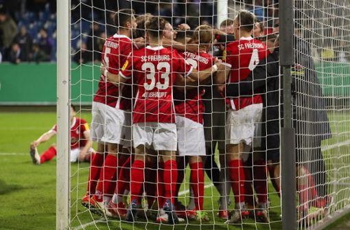 SC Freiburg zittert sich im Elfmeterschießen weiter