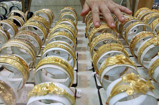 Bewaffneter Mann überfällt Juweliergeschäft