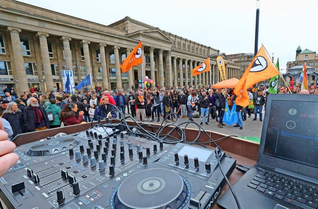 An Karfreitag wurde in Stuttgart mit Musik gegen das Tanzverbot  protestiert. Foto: Lichtgut/Michael Latz