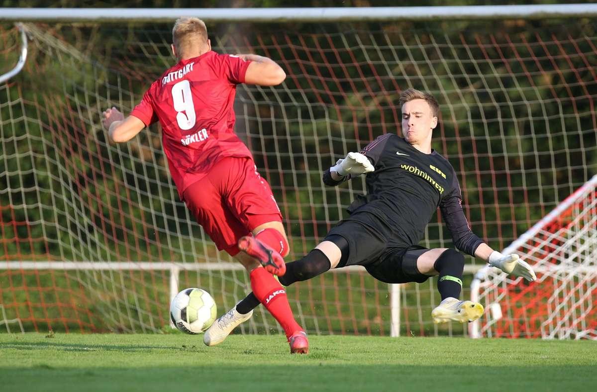 Der Torwart Manuel Haug  setzt sich für den SV Fellbach ein. Foto: Pressefoto Baumann/Alexander Keppler