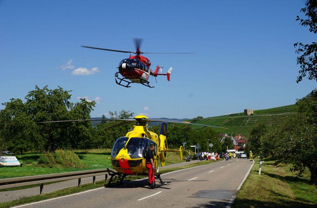 Beide Motorradfahrer wurde mit dem Hubschrauber abtransportiert. Foto: SDMG