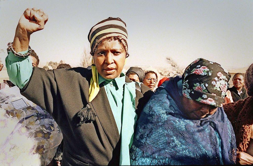 Ikone der Befreiung oder ungeliebte Querulantin? Winnie Mandela bei einer Demonstration gegen die Apartheid im Jahr 1987. Foto: AFP