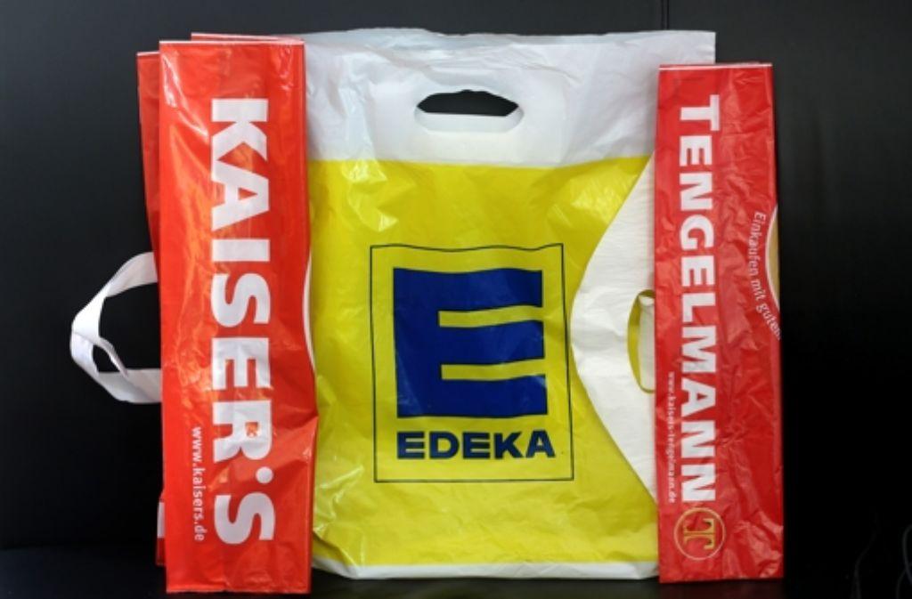 Tengelmann und Edeka –  das geht nicht so einfach zusammen, wie es die Verantwortlichen gerne hätten. Die Supermarktehe steht  auf der Kippe. Foto: dpa