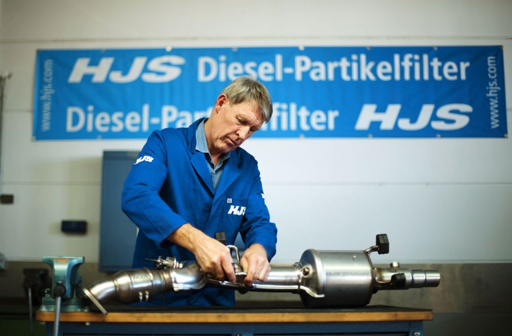 Der Marktführer HJS hat entschieden, keine Nachrüstsätze für Euro-5-Pkw anzubieten. Foto: dpa