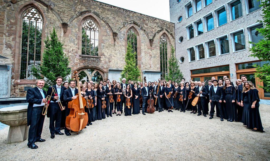 Die Ensembles der Gaechinger Cantorey eröffnen die Saison der ersten Abonnementkonzerte der Internationalen Bachakademie Stuttgart. Am 6. Oktober wird die Musik von Johann Sebastian Bach und Jan Dismas Zelenka in der Liederhalle gespielt.  Foto: Martin Förster