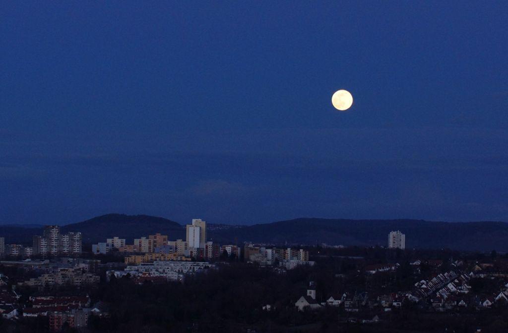 Am Mittwoch in der Früh wird ein Supermond über Stuttgart erwartet. Foto: Andreas Rosar// Fotoagentur-Stuttgart