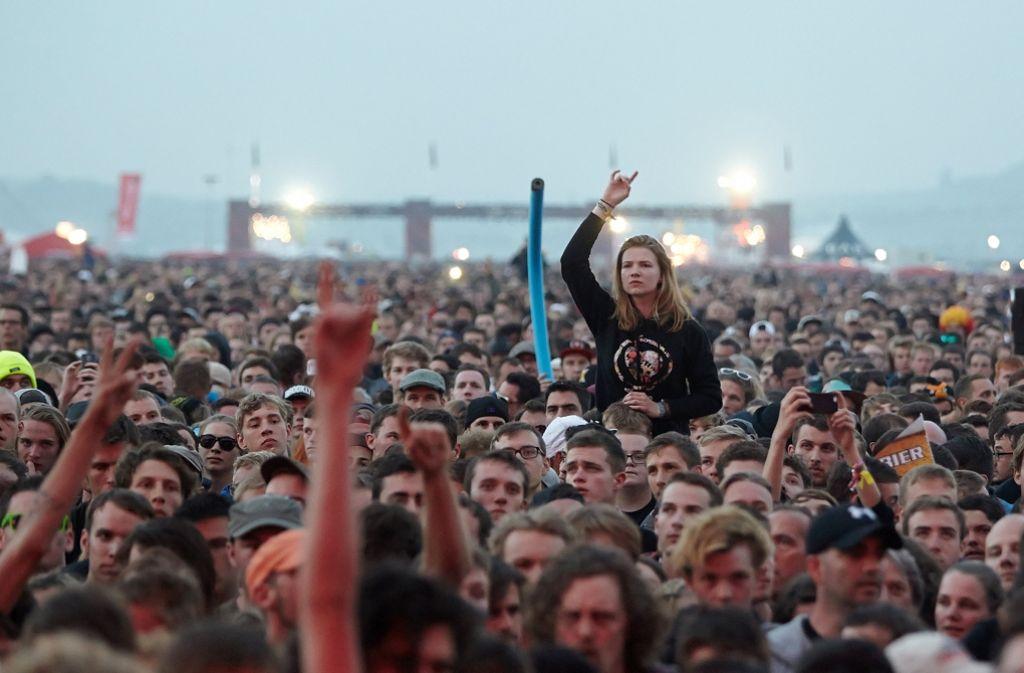 Vom 2. bis zum 4. Juni 2017 können Festivalfans bei Rock am Ring und Rock im Park wieder feiern, trinken, tanzen und pogen. Diese Bildergalerie zeigt, welche Bands bereits sicher im Lineup feststehen. Foto: dpa