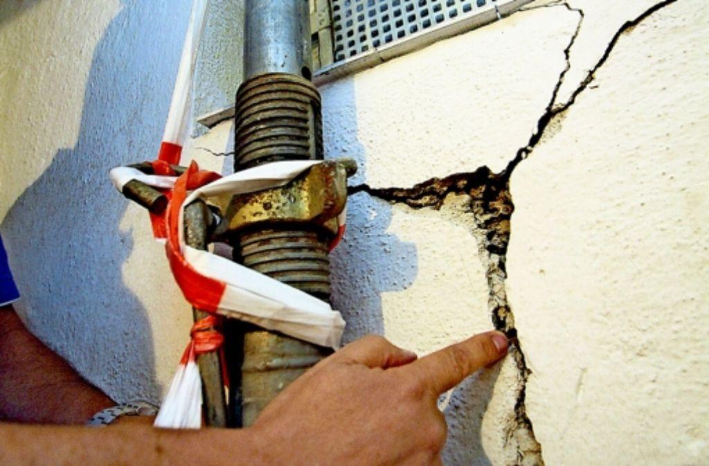 Inzwischen haben die Wände  einiger Gebäude in Böblingen bis zu fünf Zentimeter breite Risse. Foto: factum/Archiv