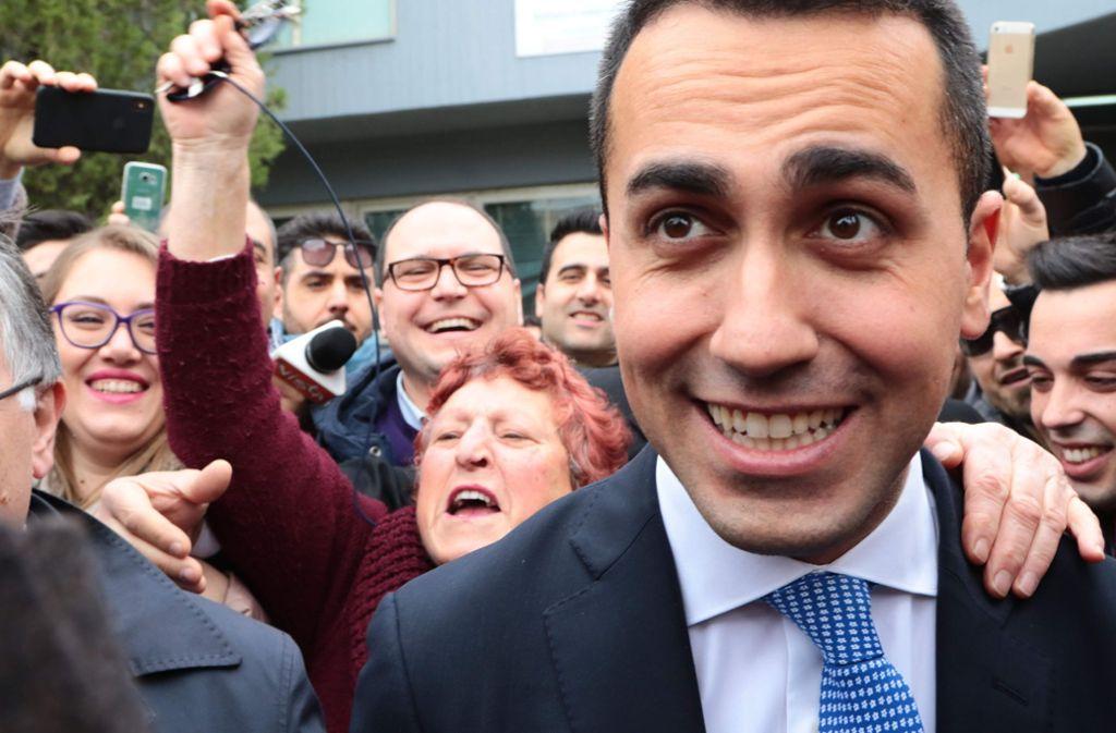 Fünf-Sterne-Spitzenkandidat Luigi Di Maio kann sich als Wahlsieger fühlen – regieren kann er damit aber noch lange nicht. Foto: AFP