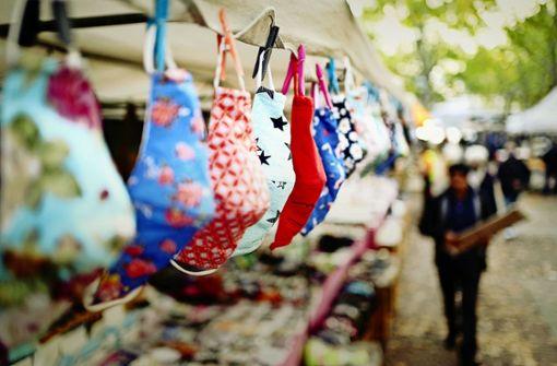 Händler bleiben auf   Tausenden Stoffmasken sitzen