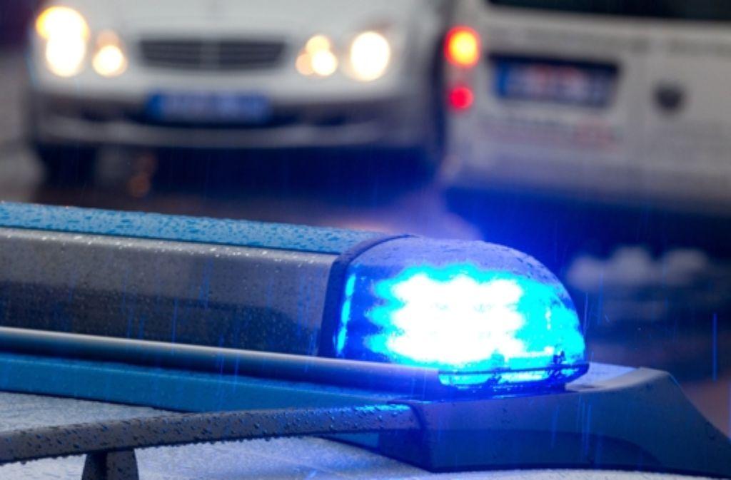 Die Fahrzeuge waren in der Nacht zum Samstag aus noch unbekannter Ursache zusammengekracht, wie die Polizei in Heidelberg mitteilte. Foto: dpa