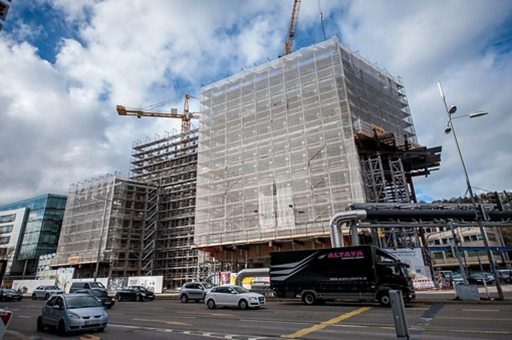 Langsam aber stetig wächst am Arnulf-Klett-Platz gegenüber dem Stuttgarter Hauptbahnhof das CityGate-Gebäude in die Höhe. Wir haben uns mit der Kamera auf der Baustelle umgesehen. Foto: www.7aktuell.de | Eyb,Gerlach