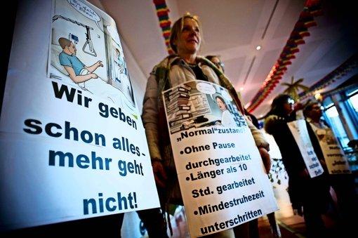Stuttgarter Klinikmitarbeiter haben unlängst im Rathaus ihre Furcht vor Stellenabbau und Überlastung kundgetan. Foto: Lg/Max Kovalenko