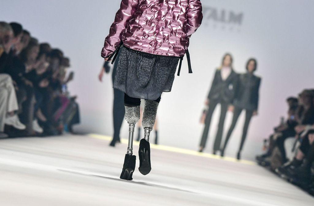 Versace, die mit den Modeschöpfern Gianni und Donatella Versace verwandt ist, hat nach ihrem Unfall 2005 eine Karriere als Paralympics-Läuferin aufgebaut. Foto: AFP/JENS KALAENE