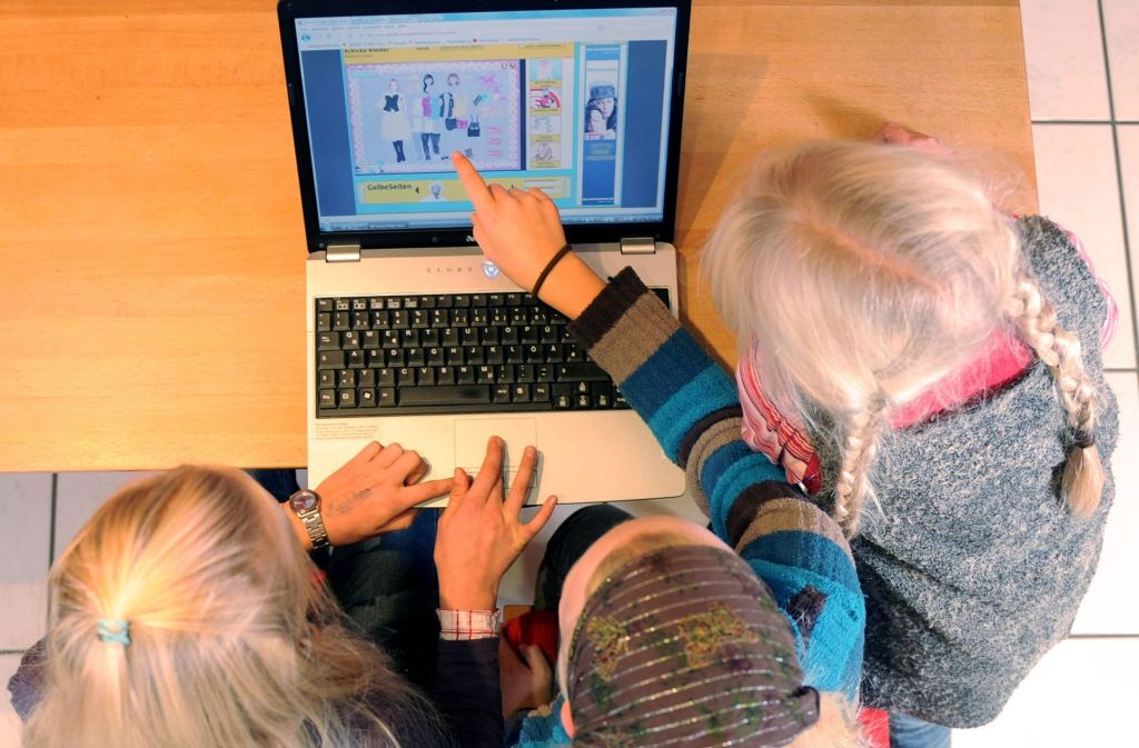 Schon viele Kinder sitzen stundenlang am Computer und spielen. Foto: dpa