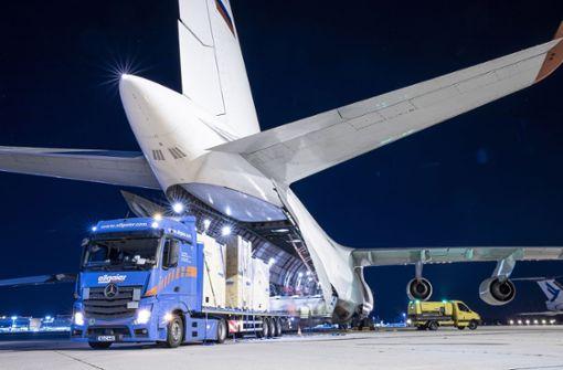 Riesen-Frachtmaschine landet in Stuttgart