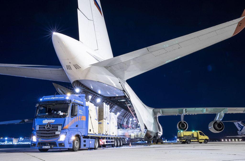 Viele Platz für die Ladung: die Antonov An-124 Foto: Flughafen Stuttgart GmbH