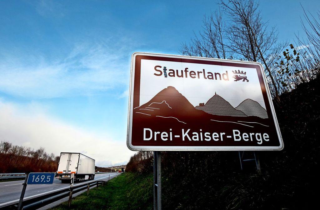 Häufig weiß man gar nicht,  auf was die braunen Schilder eigentlich hinweisen. Eine App schafft nun Abhilfe. Foto: /Horst Rudel