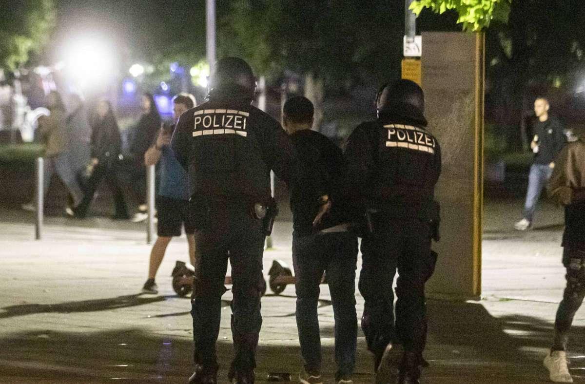 Bei dem Großeinsatz sind etwa 20 Personen festgenommen worden. Foto: 7aktuell.de/Simon Adomat
