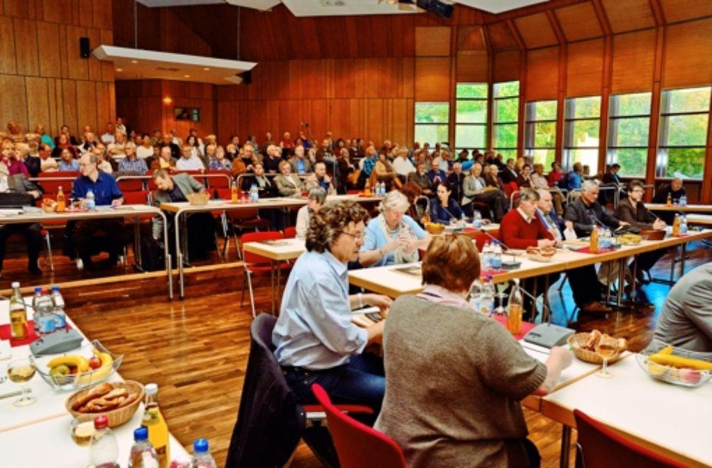 Eher selten tagt der Gemeinderat der Großen Kreisstadt Leinfelden-Echterdingen (hier im Kleinen Saal der Filderhalle) vor einer großen Zuschauerkulisse. Im Mai finden Neuwahlen statt. Foto: Norbert J. Leven